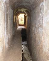 Vista orientada hacia el exterior de la galería principal de la mina.