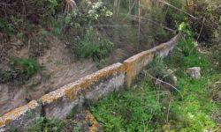 La acequia del Fauquí al inicio de su recorrido junto al acueducto de las Fuentes.