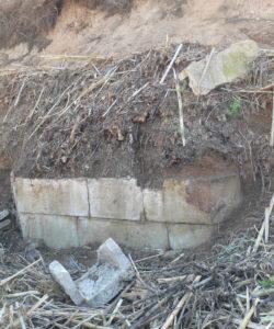 Estructura de sillería arenisca relacionada con la cañería de la Mina de Barrenas.