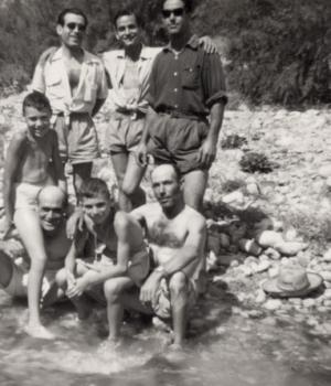 Jornada de baño en un remanso junto a la sierra del Tabayá. Años 50.
