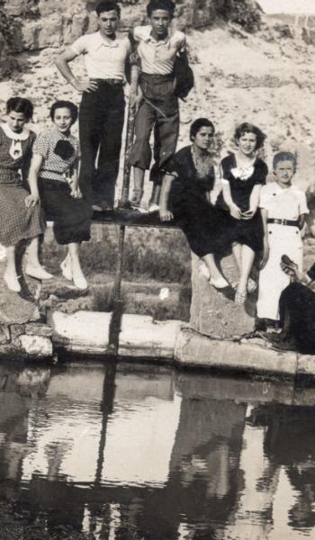 Grupo de amigos en el inicio del Cequión. 1 de Mayo de 1937.