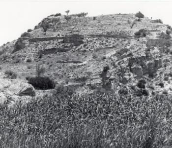 El sector de poniente del Castillo del Río visto desde el camino de los Molinos.